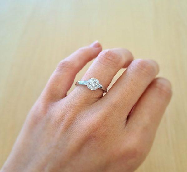 טבעת זהב לבן 18 קראט ויהלומים