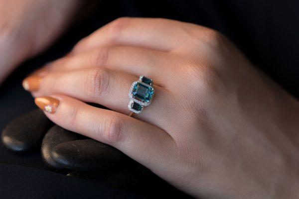 טבעת לונדון בלו טופז ויהלומים