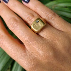 טבעת חותם זהב 18 קראט ויהלום
