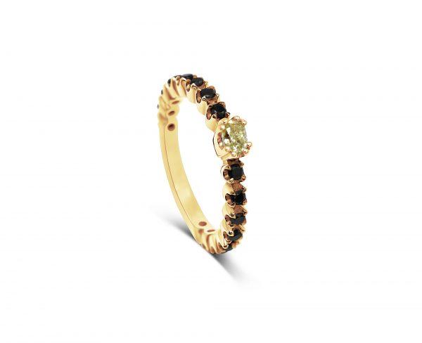 טבעת 18 קראט יהלום צהוב ויהלומים שחורים
