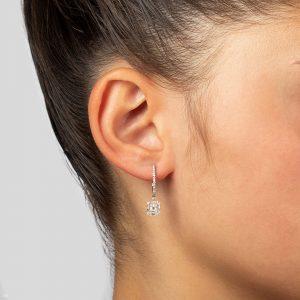 עגילי יהלומים תלויים משובצים יהלומים עגולים ויהלומי בגט זהב