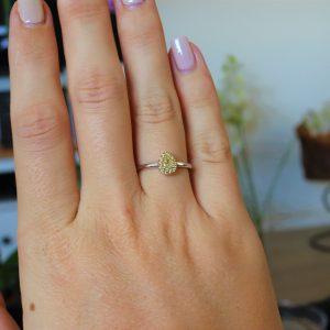 טבעת טיפה יהלומים צהובים וזהב 18 קראט
